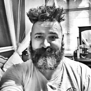Bearded man, short beard and hair very messy